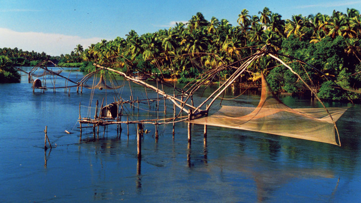 Chinese_fishing_nets_at_Kumbalangi | Kerala Trips